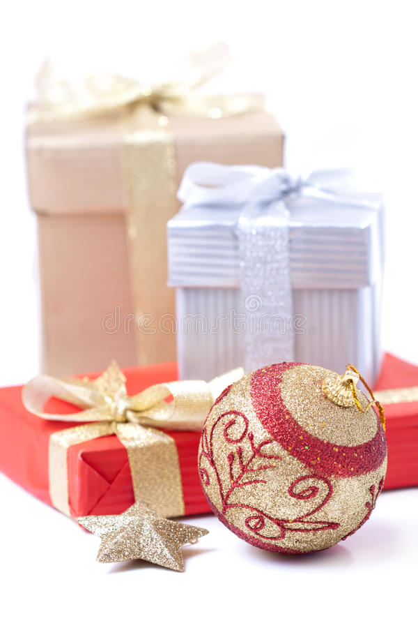 Download Gift Box And Xmas Ball Royalty Free Stock Photography - Image: 21727037