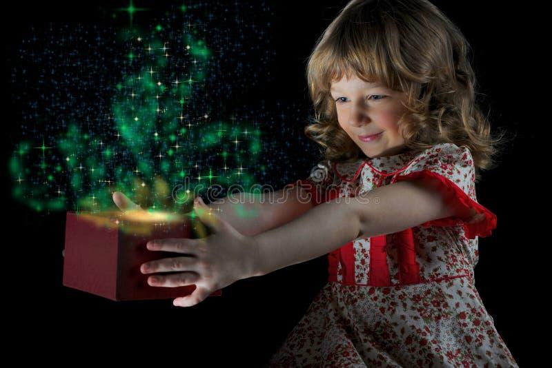 Gift in magische verpakking stock afbeeldingen