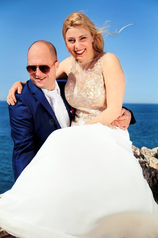 Gift par suttet le till havet royaltyfria foton