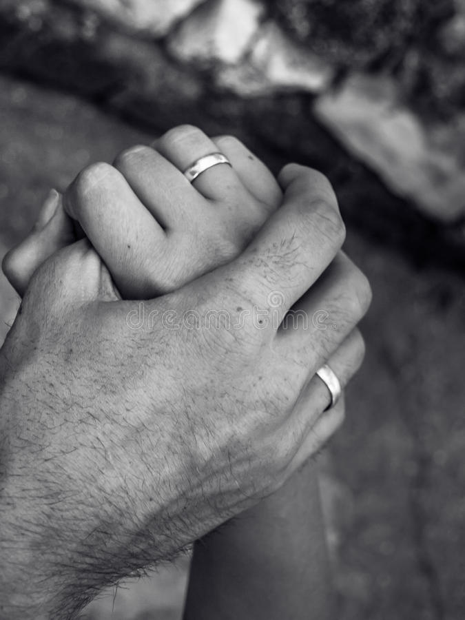 Gifta händer royaltyfri bild