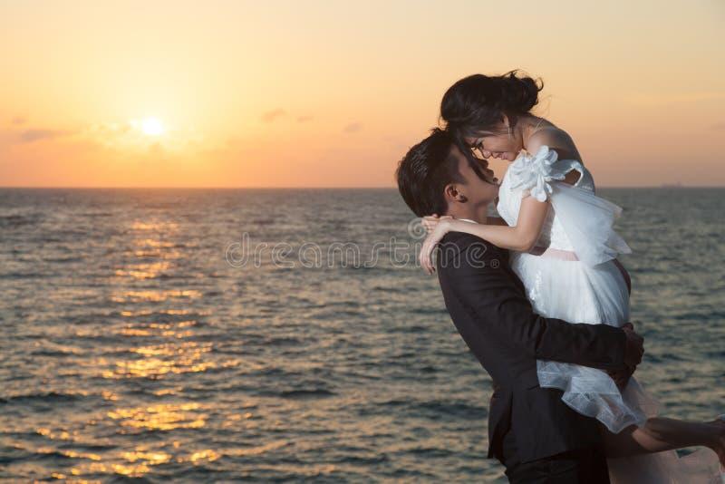 Gifta par fotografering för bildbyråer