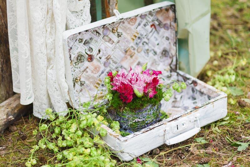 Gifta sig blom- dekorsammansättning arkivbild
