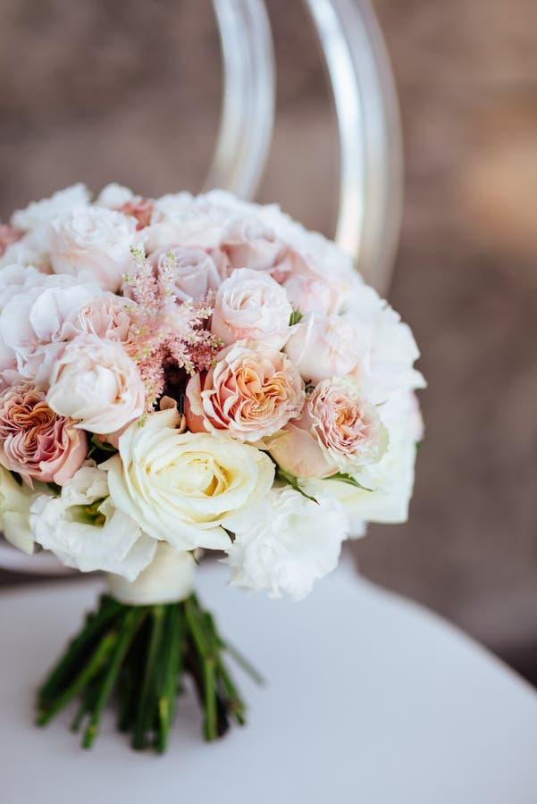 Gifta sig blommor, brud- bukettcloseup royaltyfria foton