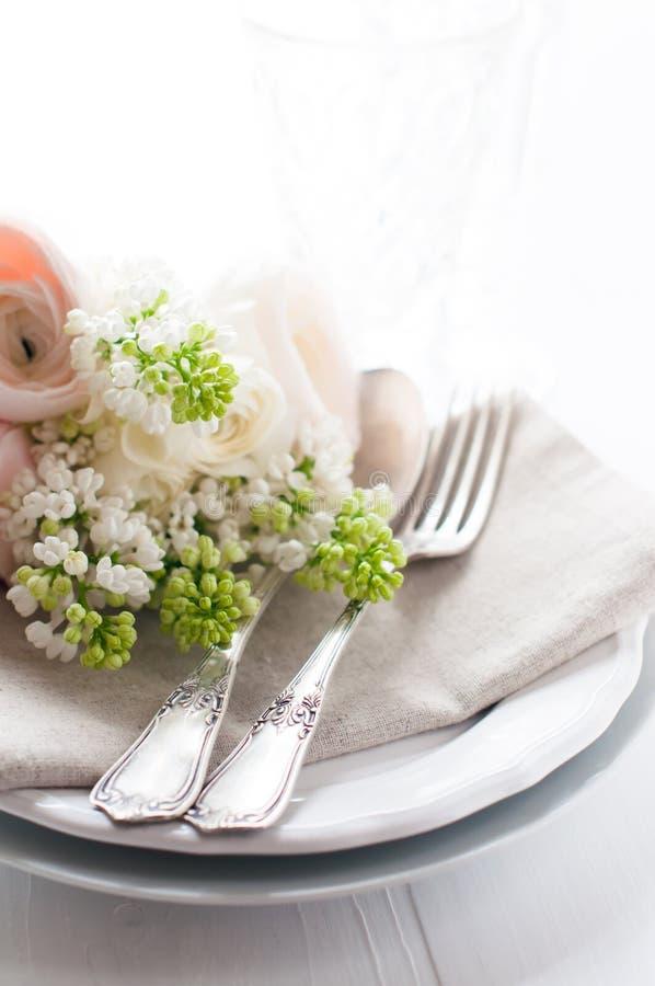 Gifta sig den eleganta äta middag tabellinställningen fotografering för bildbyråer