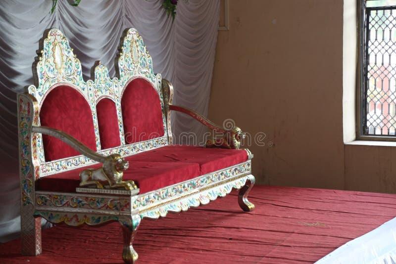 Gifta sig etappen med stol royaltyfri bild