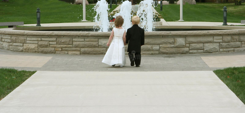 Download Gifta sig för 2 barn arkivfoto. Bild av smoking, springbrunn - 288478