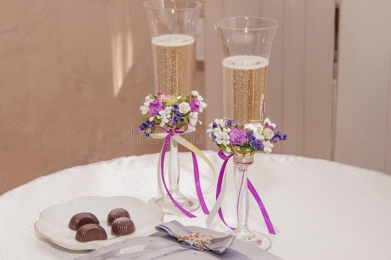 gifta sig för champagneexponeringsglas arkivfoto