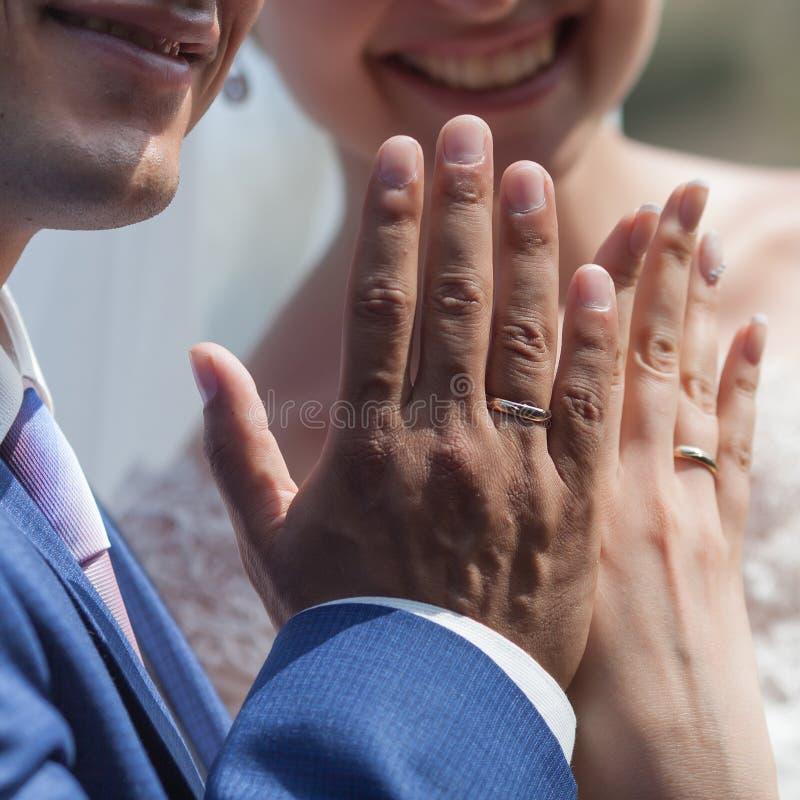 gifta sig för händer arkivfoton