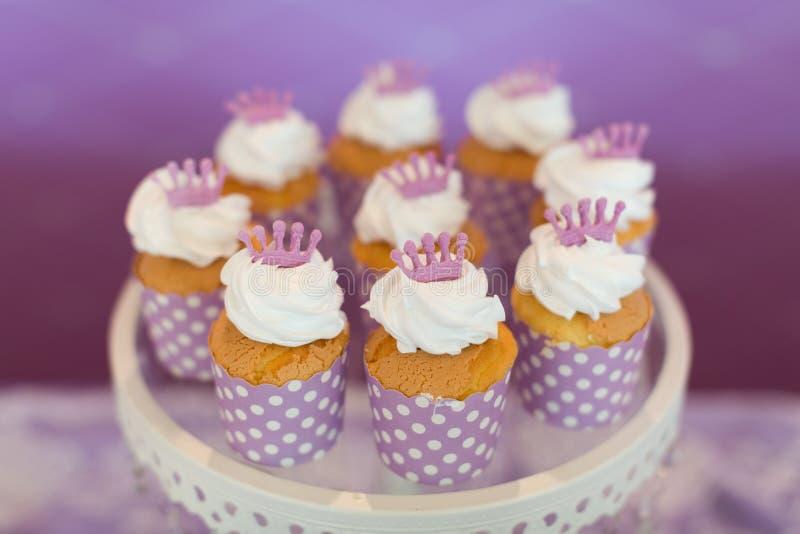 gifta sig för muffiner royaltyfria bilder