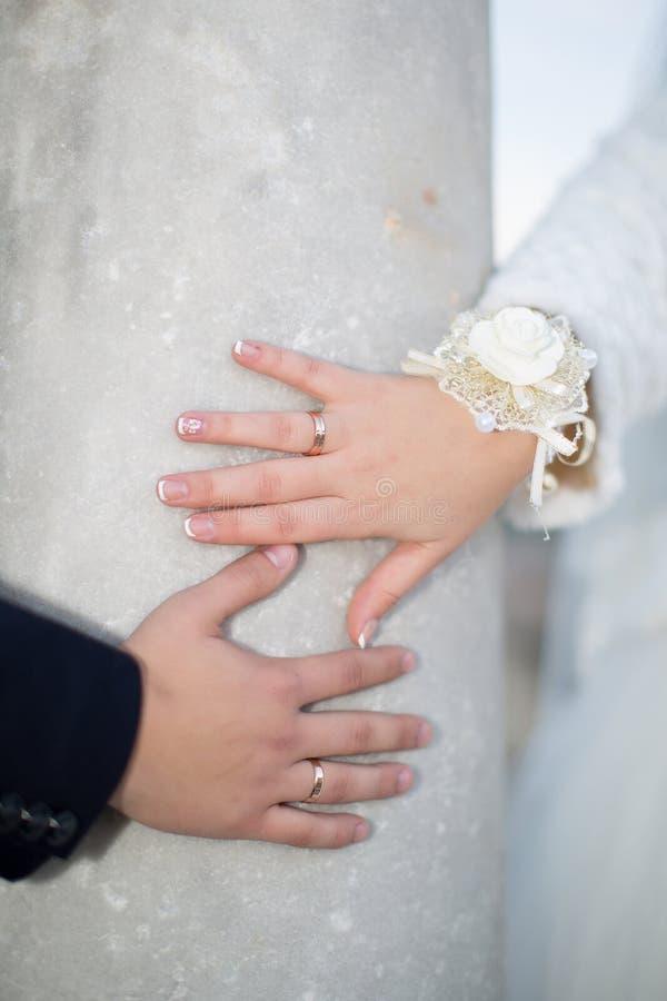 Gifta sig händer royaltyfria foton