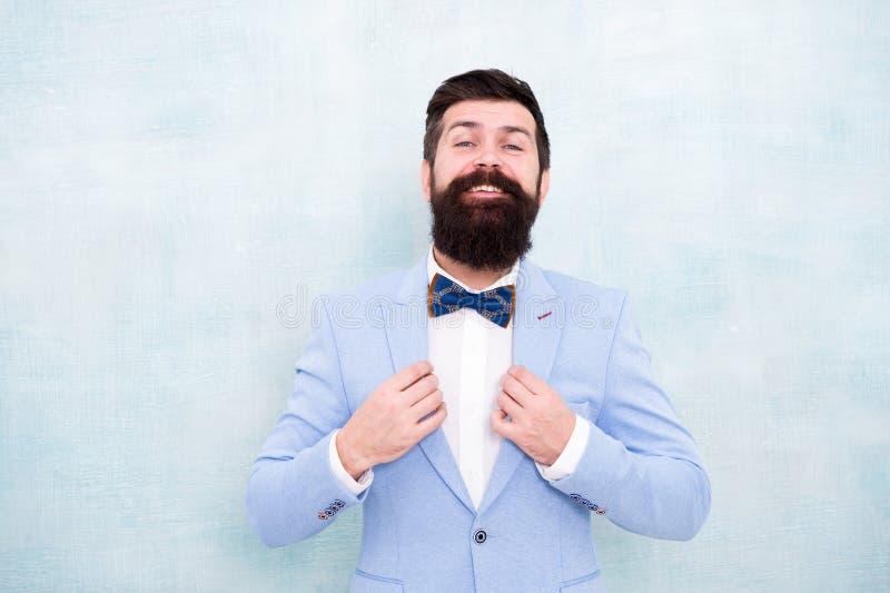 Gifta sig mode Perfekt dräkt för formell stil Oklanderlig brudgum Spetsar för att handla gifta sig pre ångest Min stora dag well arkivbild
