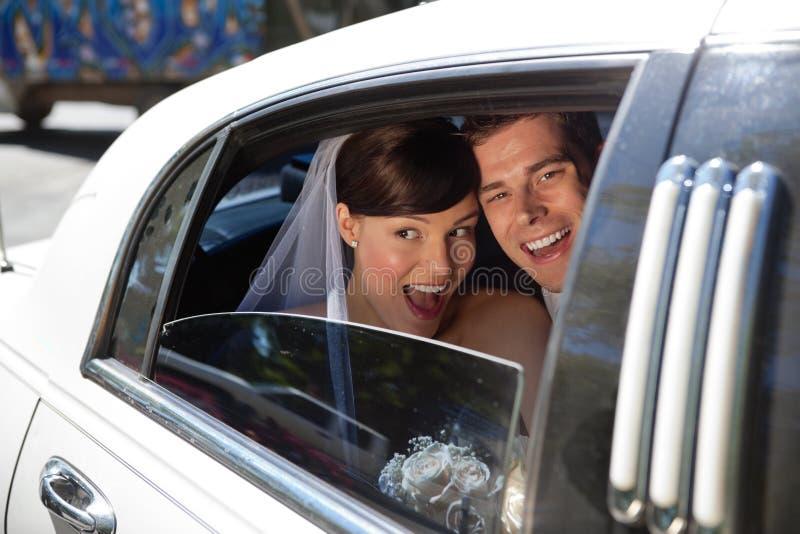 Gifta sig nyligen att skratta arkivfoton
