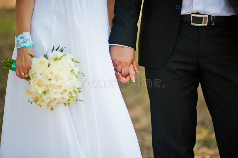 Gifta sig nyligen i deras bröllopdag arkivbilder