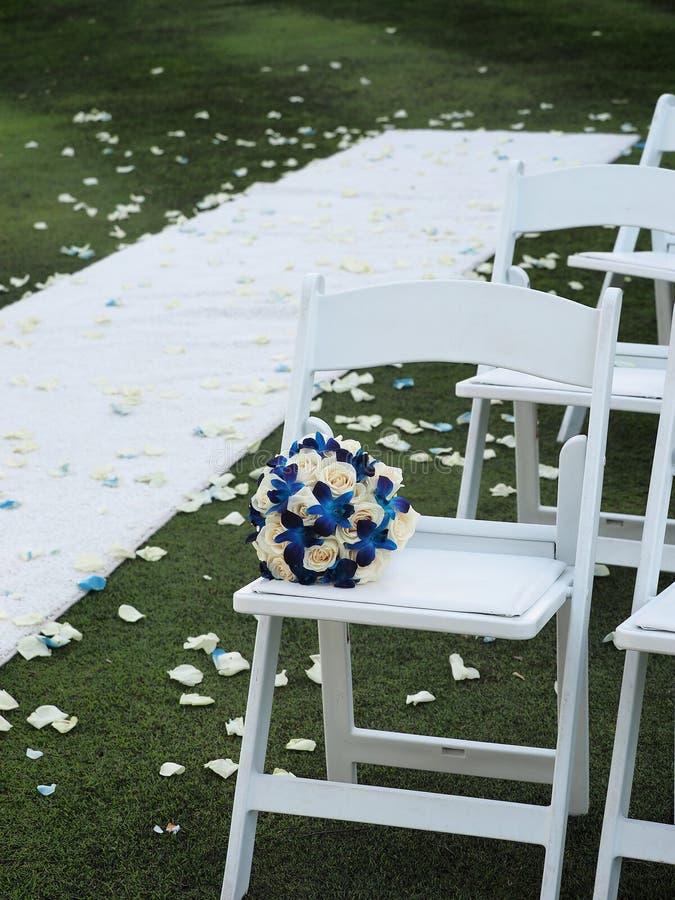 Gifta sig platser och bouuquet fotografering för bildbyråer