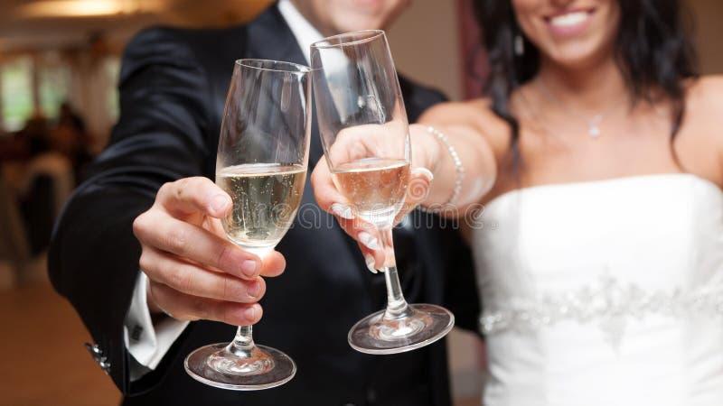 Gifta sig rostat bröd royaltyfria bilder