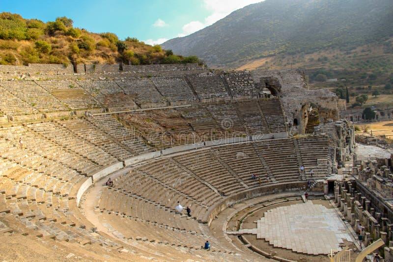 Gifta sig skytte i den grekiska amfiteatern Ephesus arkivbilder