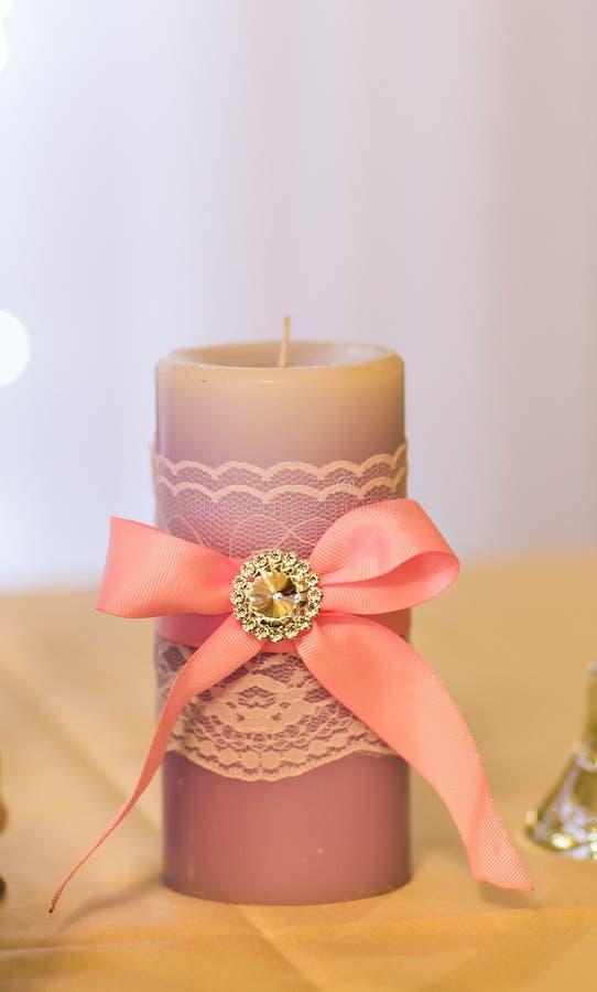 Gifta sig stearinljusgarnering arkivbilder