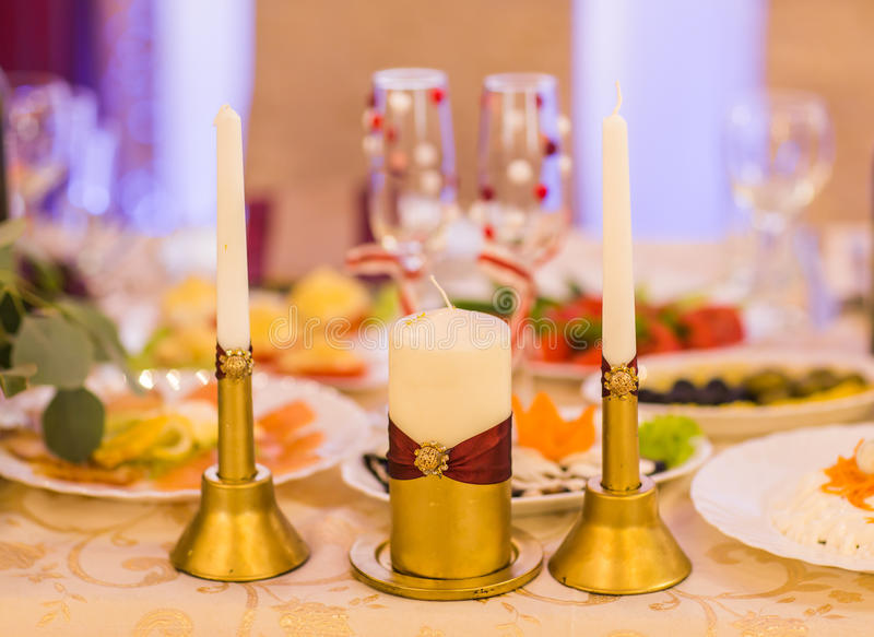 Gifta sig stearinljusgarnering royaltyfri fotografi