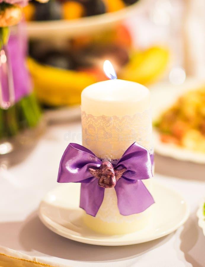 Gifta sig stearinljusgarnering royaltyfri bild