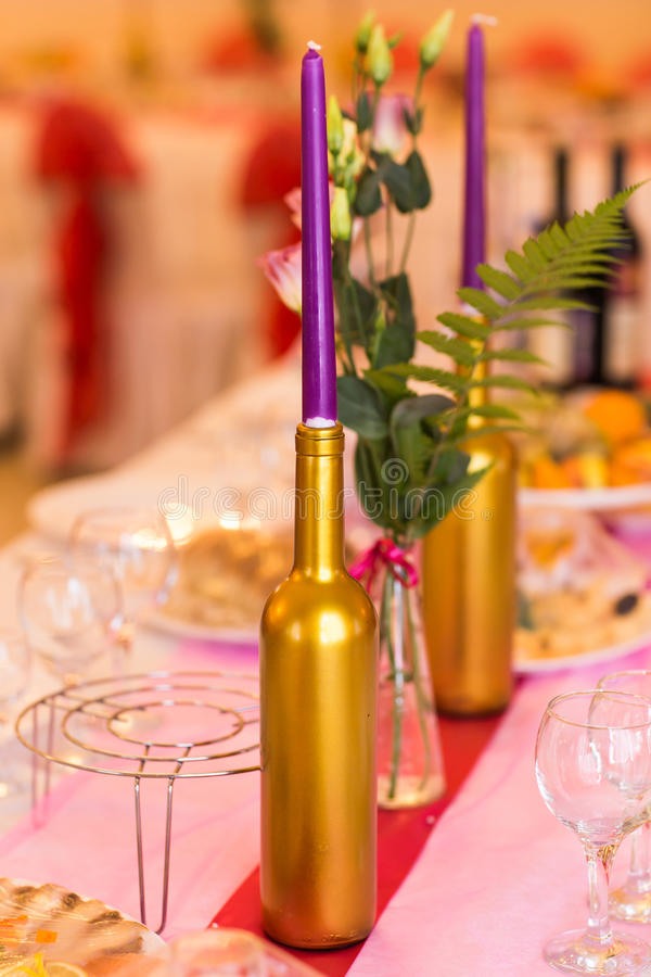 Gifta sig stearinljusgarnering royaltyfria foton