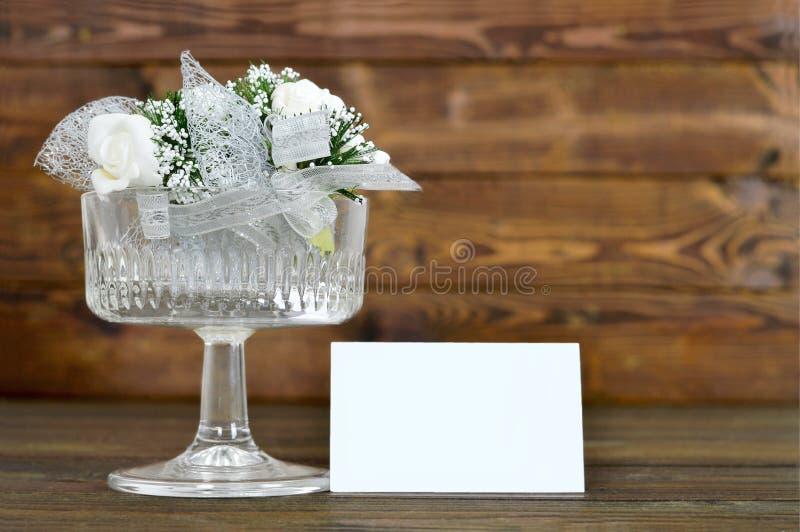 Gifta sig tabellgarnering med det tomma kortet royaltyfri bild