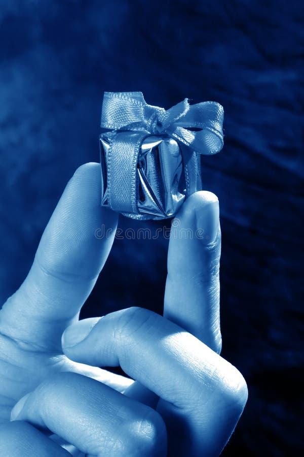 giftbox χέρι στοκ εικόνες
