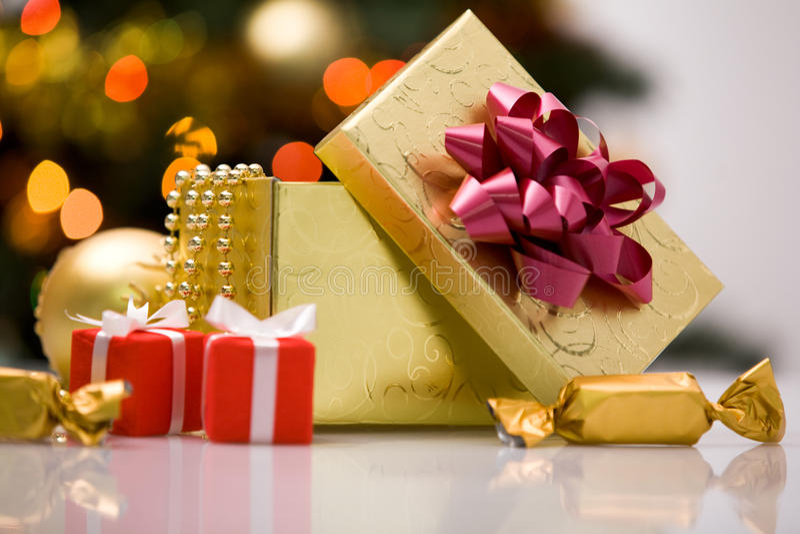 Giftboxes et bonbons photos stock