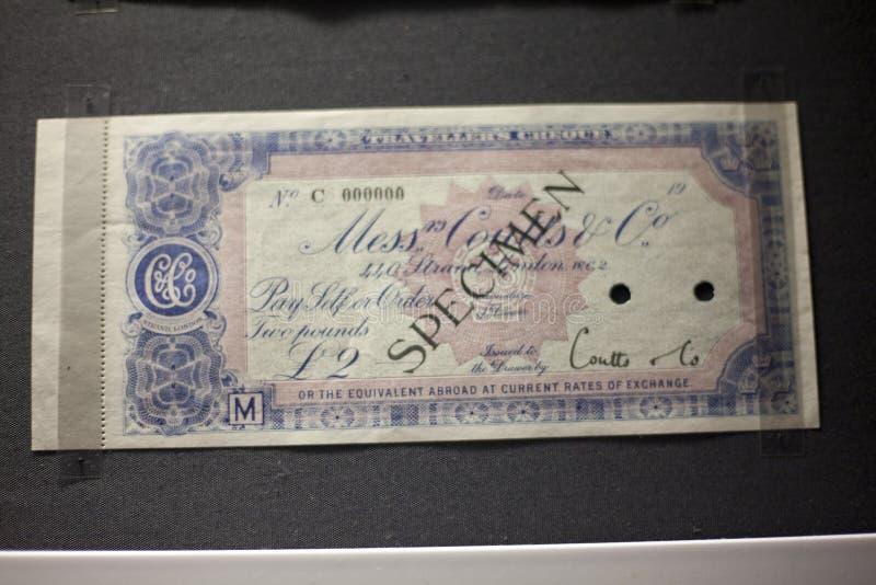 Giftcertificaat, Bon, de lay-out van het Couponmalplaatje met guilloche patroonwatermerken, grens Achtergrond voor bankbiljet, ge stock afbeeldingen