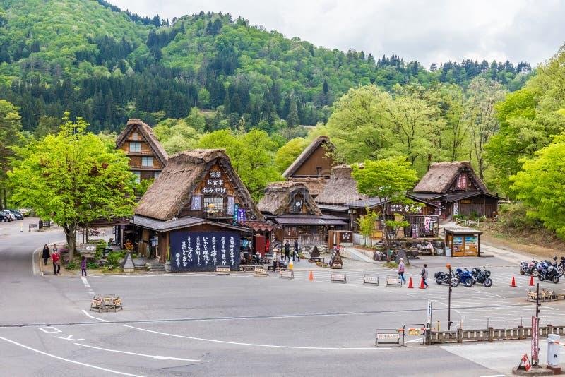 Gifu, JAPÓN - 9 de mayo de 2015: El pueblo japonés tradicional e histórico Shirakawago en Japón, Gokayama ha estado inscrito imagen de archivo