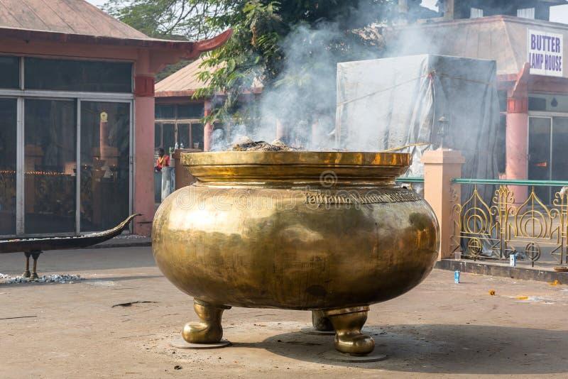 Gigant烟幕弹在Bodhgaya,比哈尔省,印度 库存照片