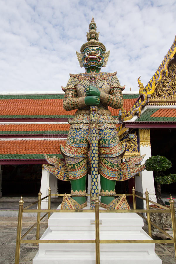 Gigant w świątynnym Thailand fotografia royalty free