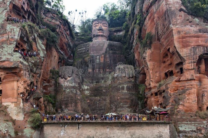 Gigante Buda de Leshan en la provincia de Sichuan en China fotografía de archivo