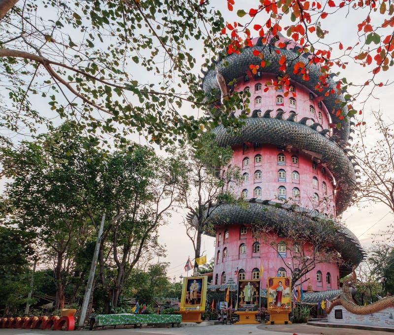 Gigante Dragon Temple Wat Samphran in Tailandia fotografia stock libera da diritti