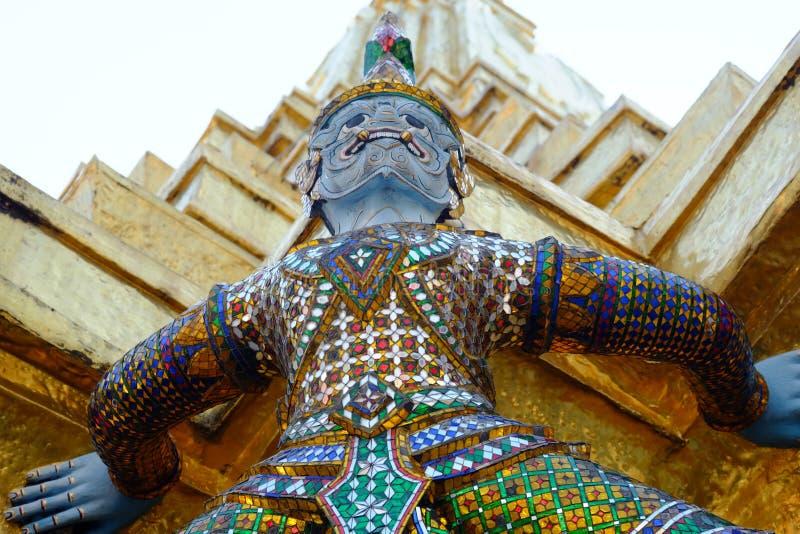 Gigante no palácio grande fotografia de stock royalty free