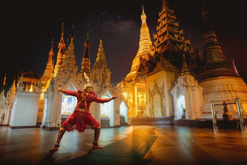 Gigante Ramayo y pagoda de Shwedagon fotos de archivo libres de regalías