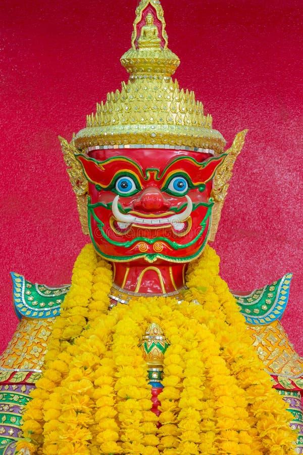 Gigante vermelho de Tailândia com fundo vermelho fotos de stock royalty free