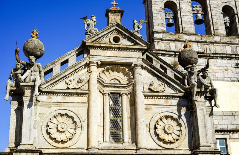 Giganti della pietra di Nossa Senhora de Gaça Church fotografia stock libera da diritti