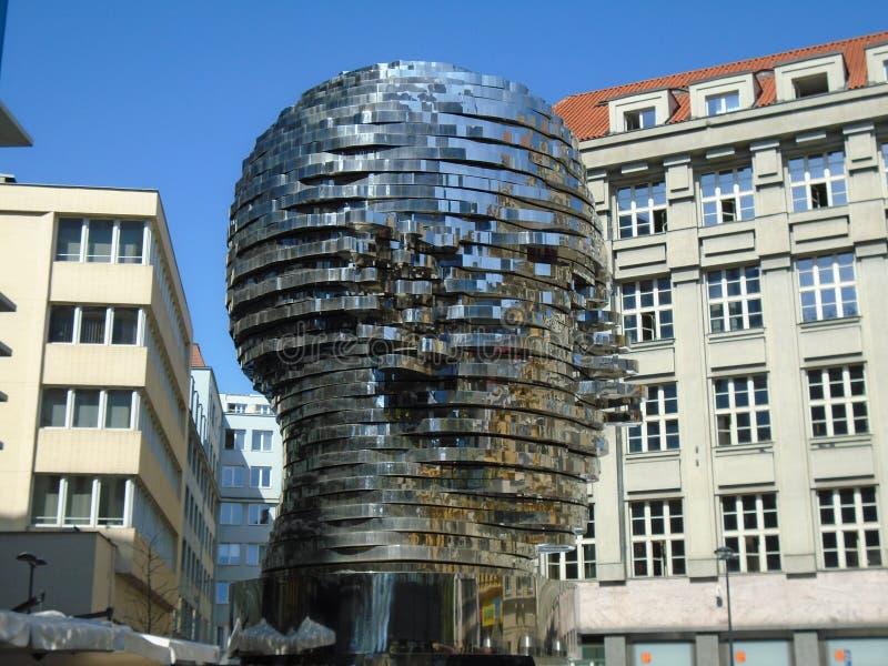 Gigantiskt mekaniskt huvud för Franz Kafka ` s arkivbild