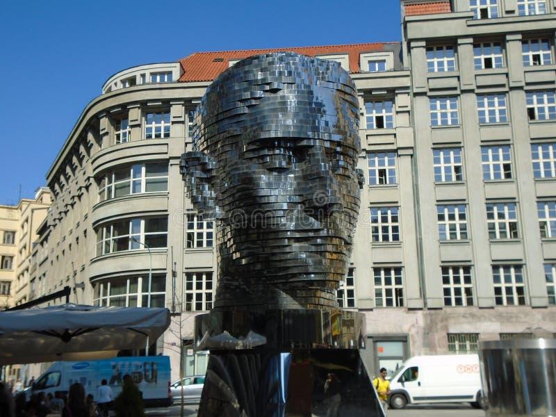 Gigantiskt mekaniskt huvud för Franz Kafka ` s arkivfoton