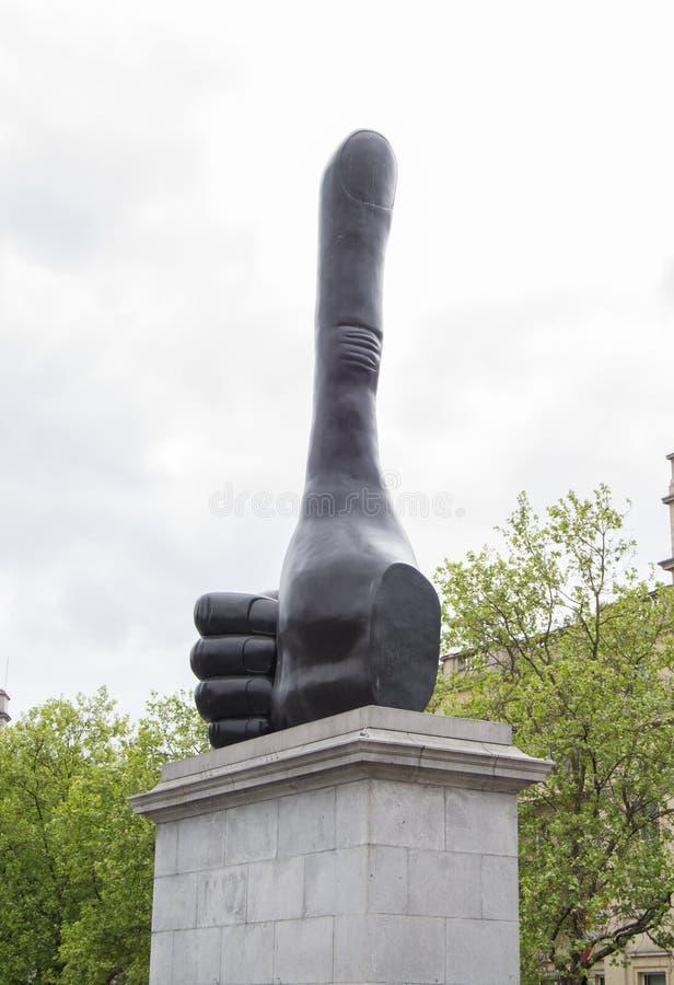Gigantyczna aprobaty statua artystą David Shrigley fotografia royalty free