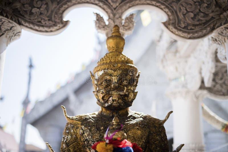 Gigantyczna statua przy Białą świątynią zdjęcie stock