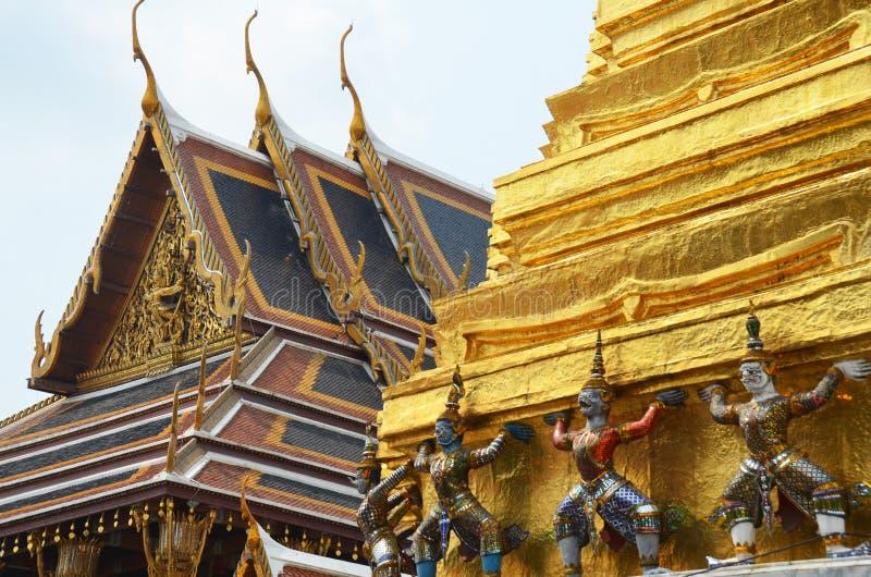 Gigantyczne statuy znoszący Jedi w Uroczystym pałac obrazy stock