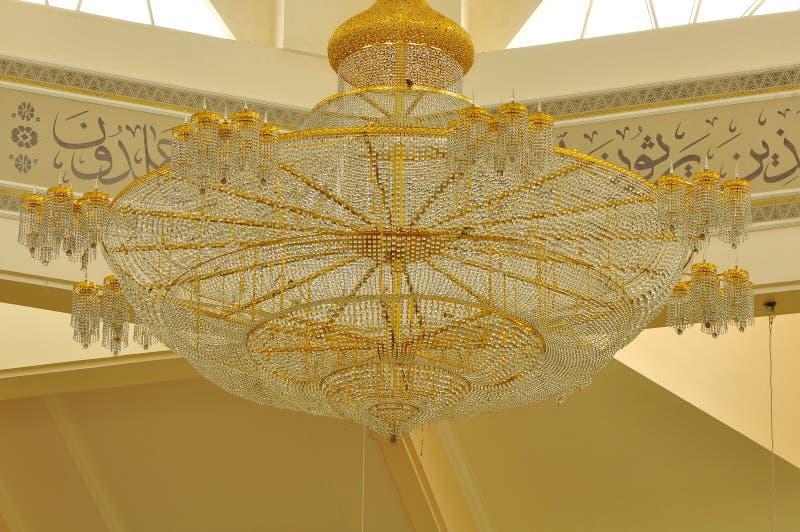 Gigantyczny świecznik w Abdul Fahem meczecie zdjęcie royalty free