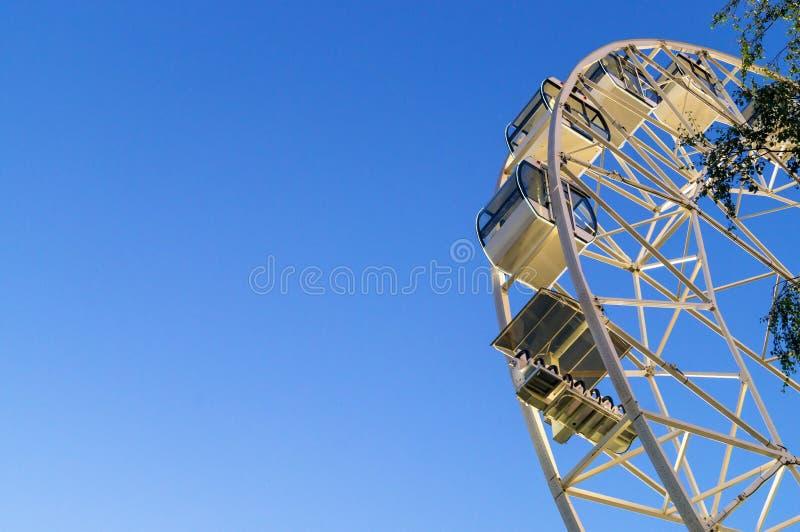 Gigantyczny biały ferris koło zdjęcie stock