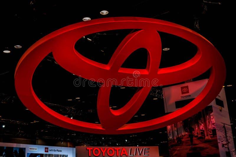 Gigantyczny Czerwony Toyota logo brać na Chicagowskim Autoshow 02/17/2019 fotografia stock