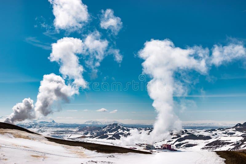 Gigantyczny piorunowanie krafla elektrowni teren, Iceland fotografia royalty free