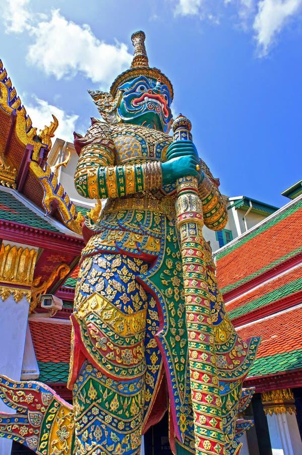Gigantyczny rzeźba demonu opiekun przy Uroczystym pałac, Bangkok, Tajlandia zdjęcia stock