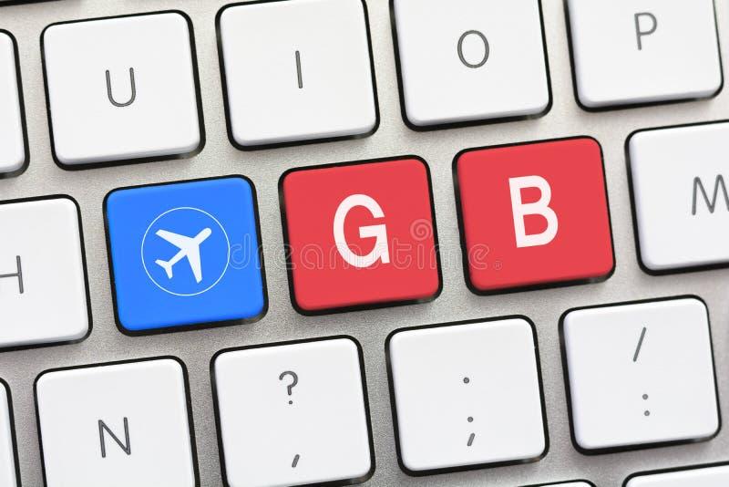 Gigaoctet d'écriture sur le clavier blanc avec un croquis d'avions photos stock