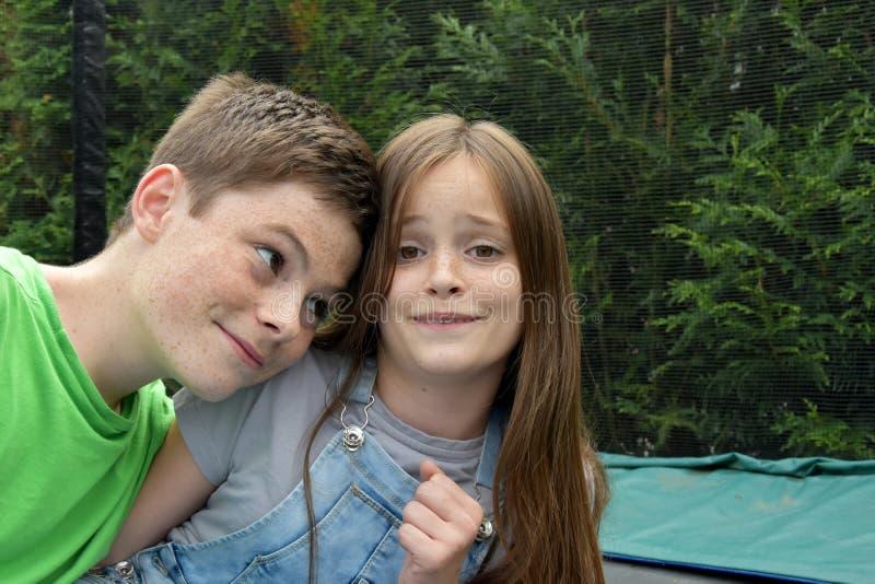 Giggly siblings royalty-vrije stock fotografie