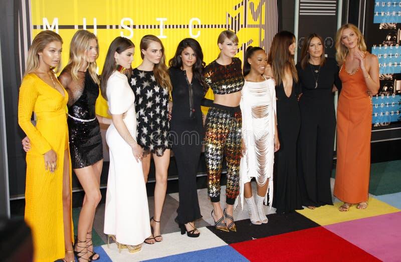 Gigi Hadid, Martha Hunt, Hailee Steinfeld, Cara Delevingne, Selena Gomez, Taylor Swift imagens de stock